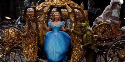 Después de un largo recorrido, el gran duque llega a casa de Cenicienta, y prueba el zapatito Foto:Disney Movie Trailers