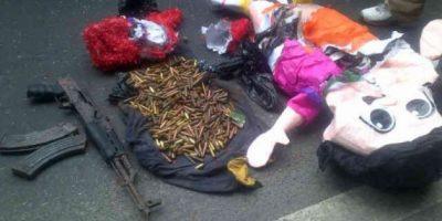 Insólito: Municiones y un fusil sustituyen los dulces dentro de una piñata