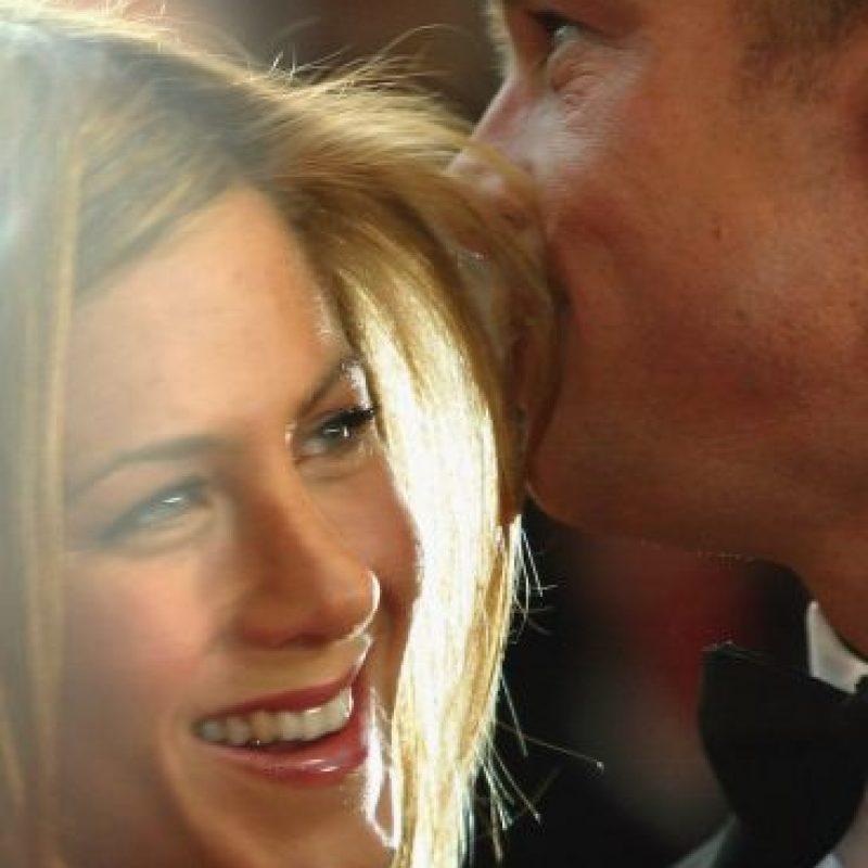 """""""El mundo quedó sorprendido y yo me quedé sorprendida. Es complicado. Uno va creciendo y cuando dejas de hacerlo en pareja, empiezan los problemas"""", mencionó Aniston a la revista """"Vanity Fair"""", meses después de consumar su divorcio. Foto:Getty Images"""