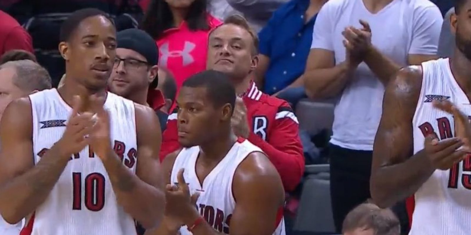 Basquetbolistas del Toronto Raptors aplaudiendo a Carter. Foto:Toronto Raptors