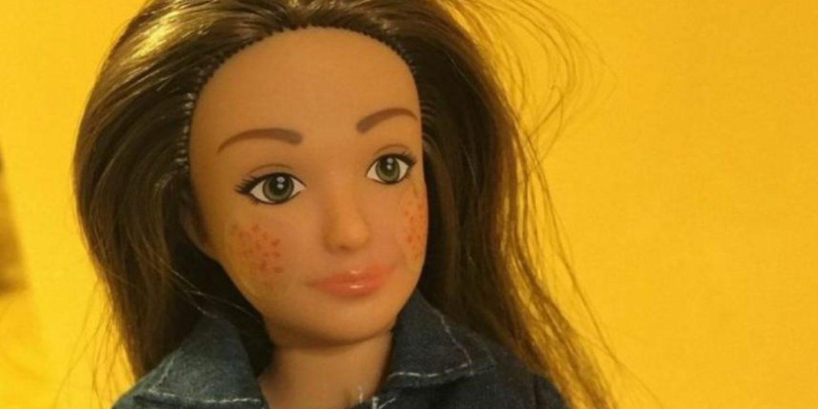 """Lammily es la Barbie """"real"""" con estrías y acné que impactó en estos días por ser más """"real"""" Foto:Lammily"""