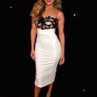 Jennifer Lopez mide 1.68 metros de altura y pesa aproximadamente 55 kilogramos.