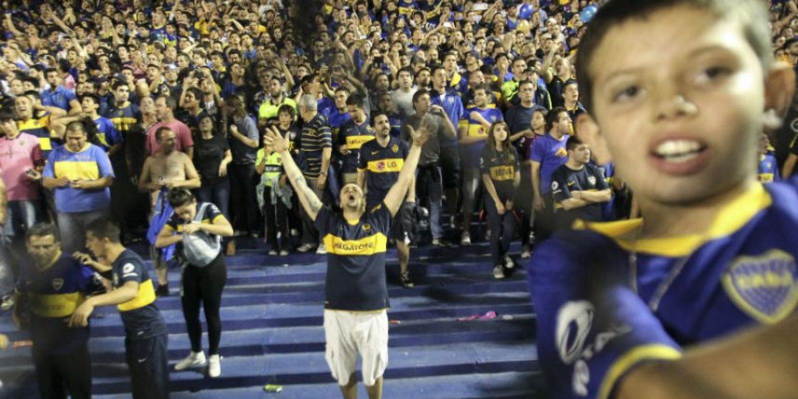 Así recibió la afición del Boca Juniors a su equipo en La Bombonera, en el clásico ante River Plate. Foto:EFE