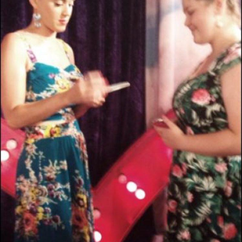 Katy aprovechó la inauguración de su tienda para convivir con los fans Foto:Twitter