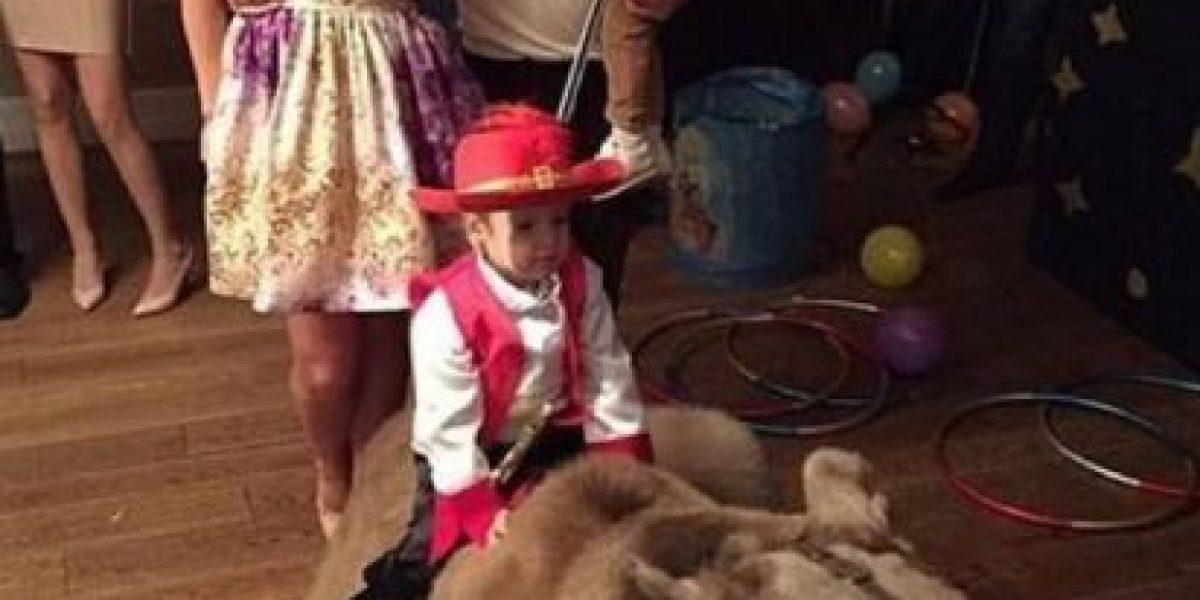 ¿Qué le pasa? Futbolista ruso regaló un oso a su hijo pequeño