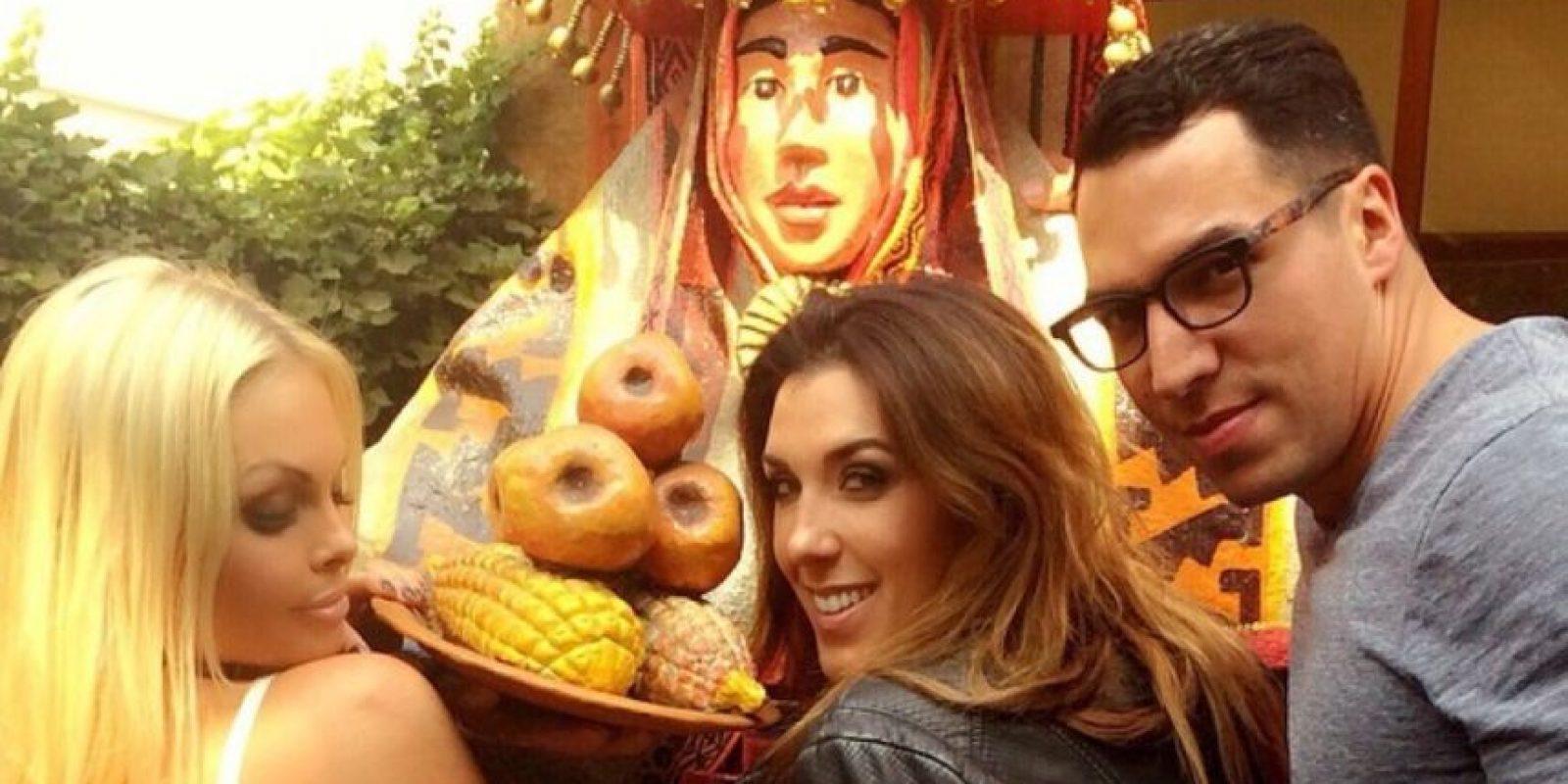 Con sus amigos dando un tour por Santiago de Chile. Foto:instagram.com/sexyjessej
