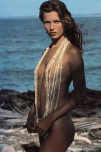 Kate Moss fotografiada por Herb Ritts en 1994. Foto:Pirelli
