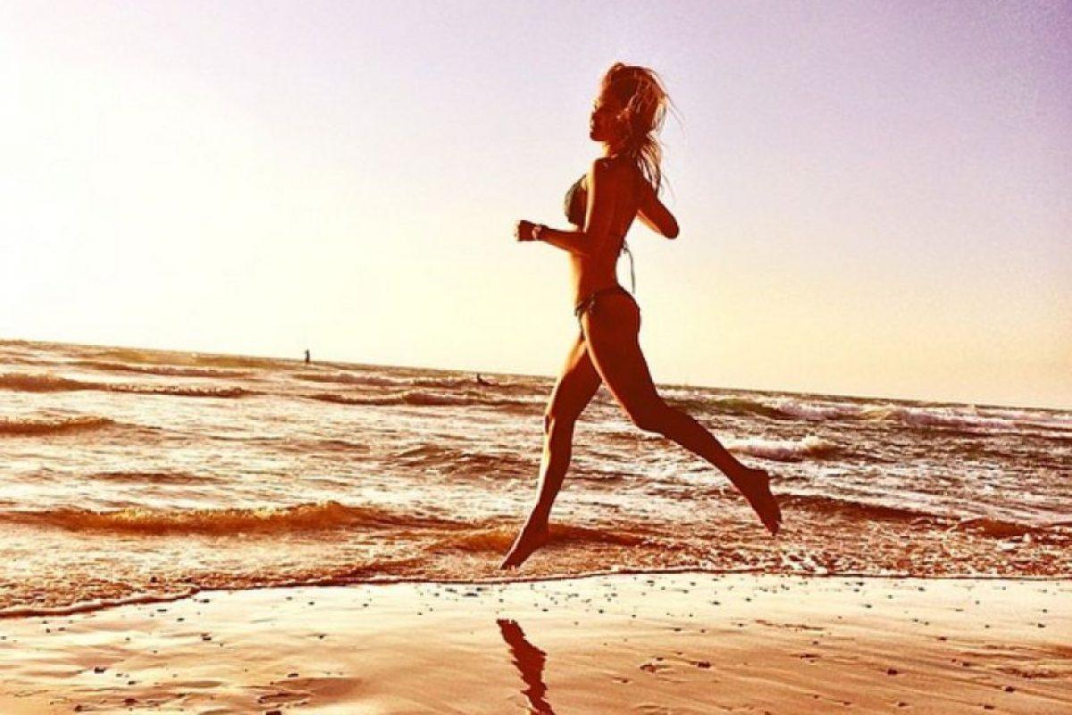 Fue seleccionada como modelo de Renuar y apareció en sus catálogos de verano 2002 e invierno de 2003 Foto:Instagram @barrefaeli