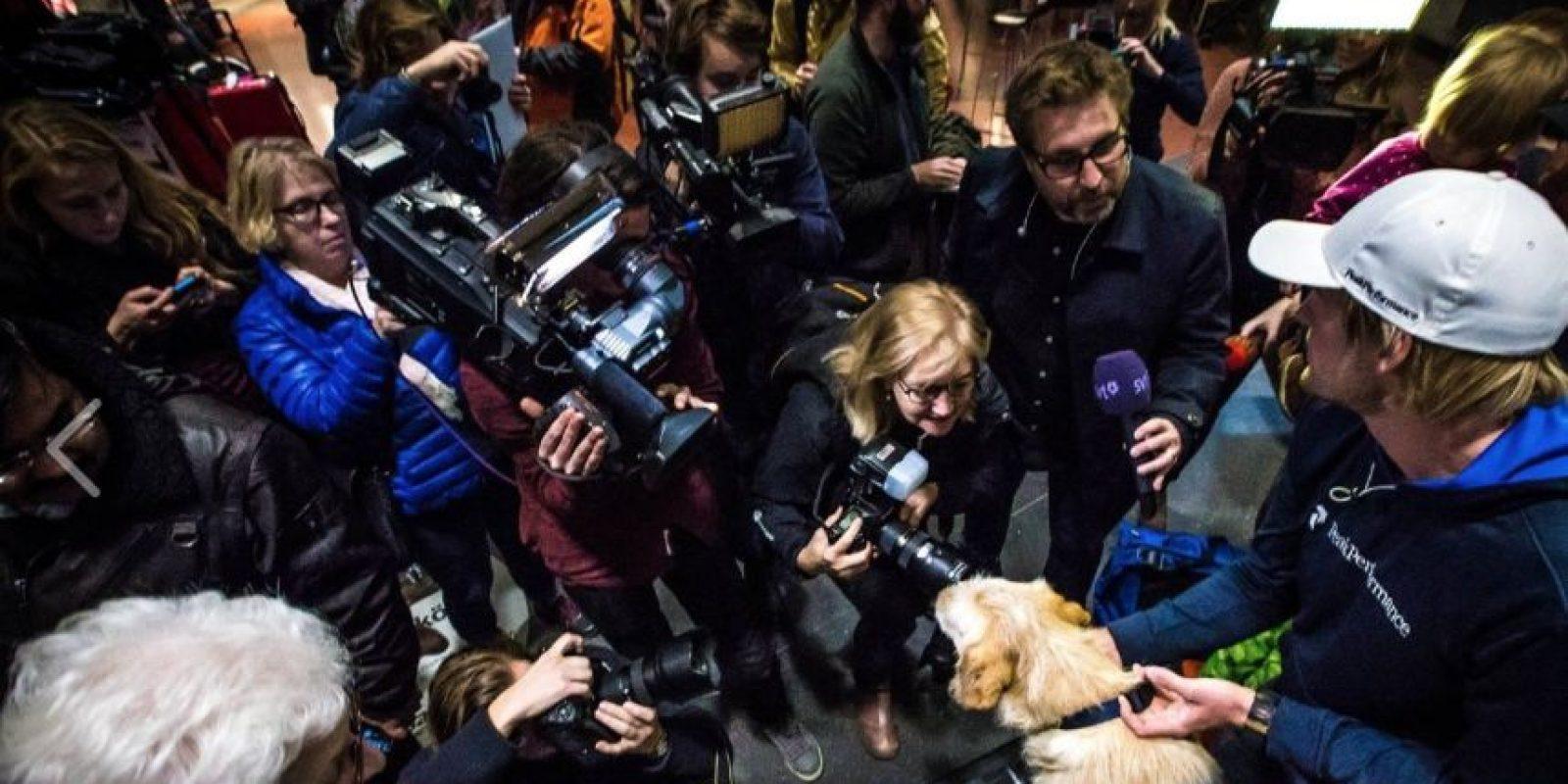 El perro los siguió a todos lados, sin importar qué pasara. Foto:Team Peak Performance/Facebook