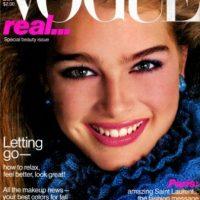 1979, Brooke Shields se convirtió en la modelo más joven en aparecer en la portada de la revista Vogue Foto:Vogue