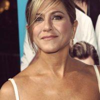 El padre de Aniston es griego-americano, ya que nació en la isla de Creta, en Grecia Foto:Getty Images
