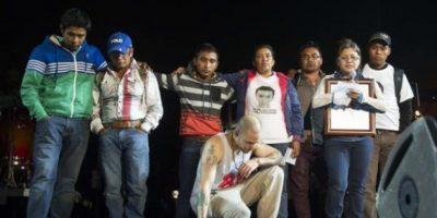 VIDEO. Calle 13 sube al escenario a los padres de los normalistas de Ayotzinapa