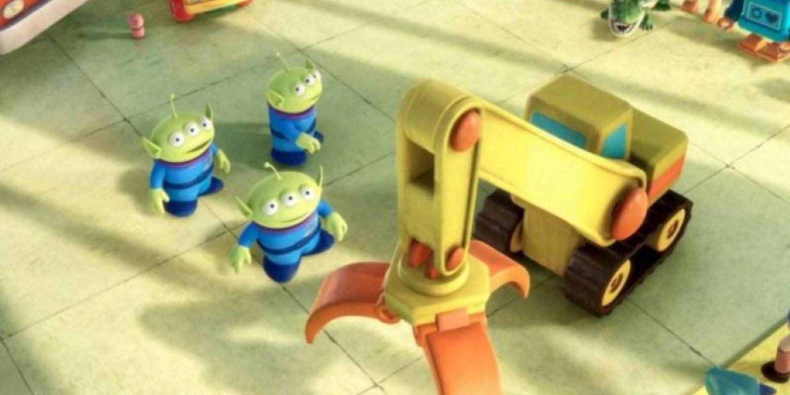 2.- La voz de los marcianos verdes se consigue aspirando un poco de helio Foto:Facebook/Toy Story