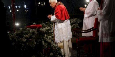 También durante su pontificado, Benedicto XVI realizó el Viacrucis en el monumento Foto:Getty Images