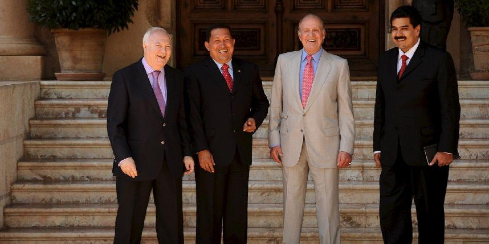 2008: Como Ministro de Asuntos Exteriores, acompañando al entonces Presidente Hugo Chávez a visitar al Rey Juan Carlos de España Foto:Getty Images
