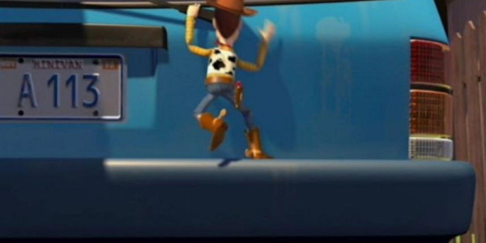 """12.- La camioneta que conduce la mamá de Andy tiene las placas: """"A113"""", este es el número del salón donde John Lasseter, Brad Bird, Pete Docter y Andrew Stanton tomaban clases en Pixar. Foto:Twitter"""