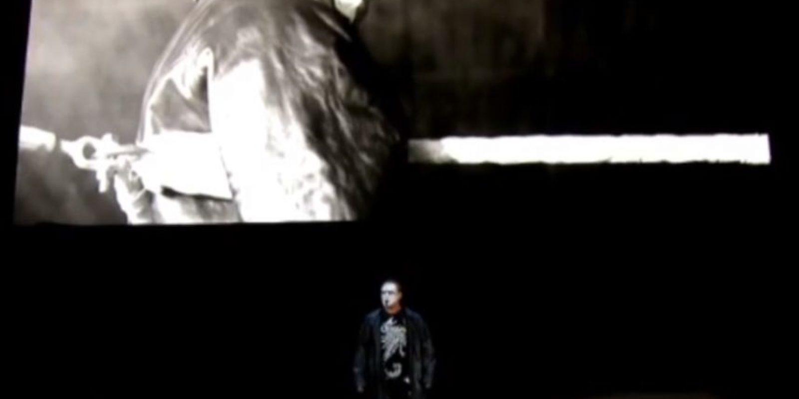 Las luces se apagaron y un cuervo graznó, señal de que haría su debut en la WWE Foto:WWE