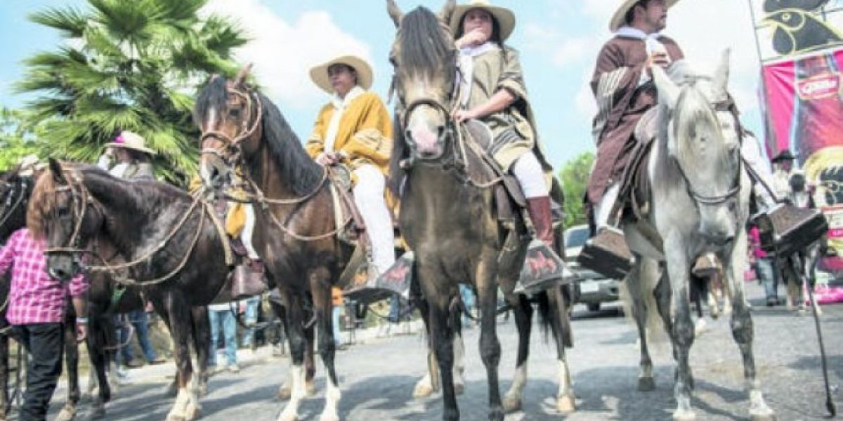 FOTOS: Mixco festeja su tercer desfile hípico nacional