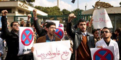 La concentración se dio ante la sede de la Organización de Energía Atómica de Irán en Teherán. Foto:AP
