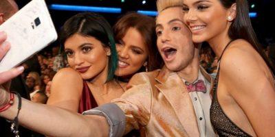 """""""Selfie"""" Las Jenner-Kardashian con Frankie J. Grande Foto:Instagram @theamas"""