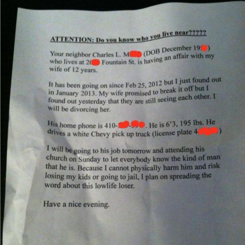 Este envió una carta a todos sus vecinos hablando de cómo su esposa por 12 años lo engañó con un residente. Dio sus direcciones y teléfonos y termina diciendo que no perderá a sus hijos por ir a la cárcel. Foto:Love Surgery