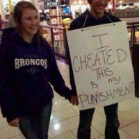 """Esta acompañó al novio en su """"penitencia"""" Foto:Facebook"""