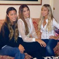 Aquí está con dos amigas que crean diseños para ella. Foto:Instagram/Daniela Ospina