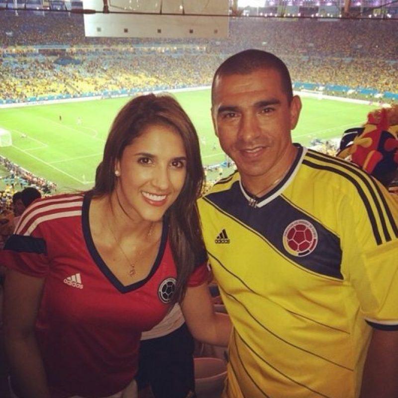 Con Victor Hugo Aristizábal, exjugador de la selección Colombia Foto:Instagram/Daniela Ospina