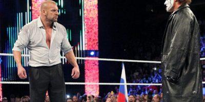 Subió al cuadrilátero y se encaró con Triple H Foto:WWE