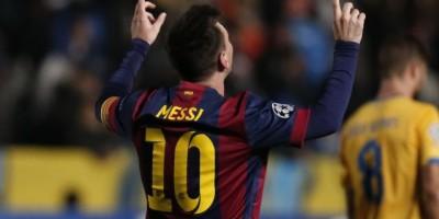 El primero y el último de los goles que hicieron de Messi un hombre récord