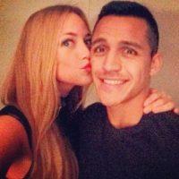 La pareja del chileno acapara miradas por sus ojos azules y su rubia cabellera Foto:Instagram: @laiyls