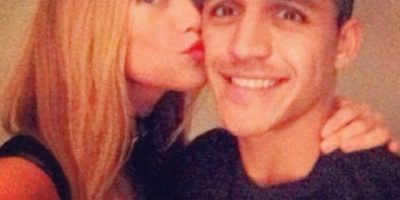Fotos: Exigencias íntimas de su novia serían la causa del bajo nivel de juego de Alexis Sánchez