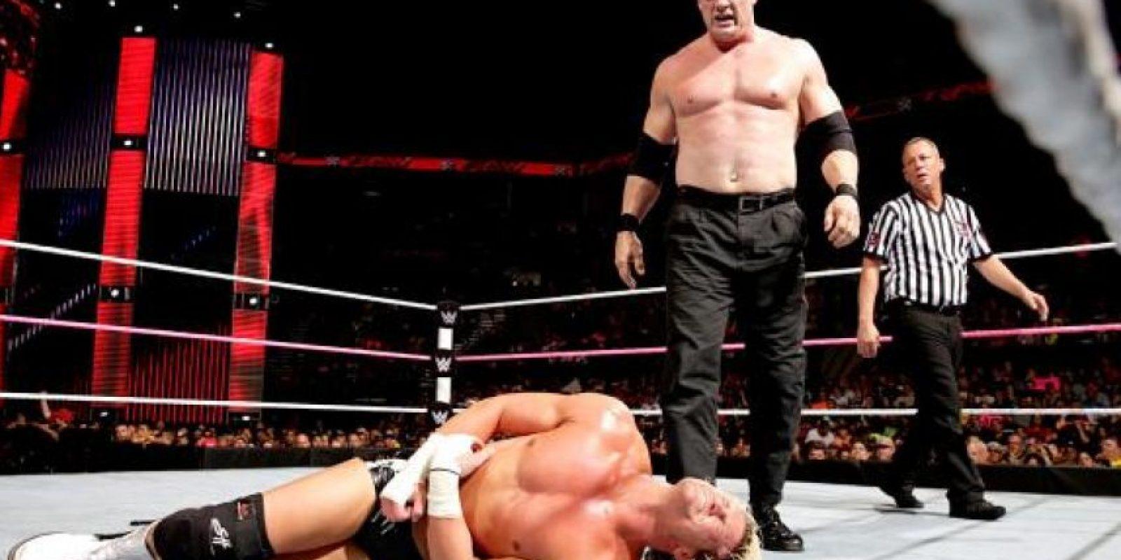 En su papel de corporativo Foto:WWE