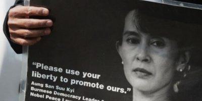 Aung Saan Su Kyi es una activista política birmana que fue arrestada por oponerse a la dictadura que imperó en su país desde 1962 hasta 2011 Foto:Getty Images