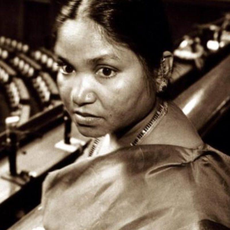 Phoolan Devi fue una bandolera india que destruyó aldeas y organizó masacres contra las altas castas de su país. Se entregó en los años 90 Foto:Wikipedia