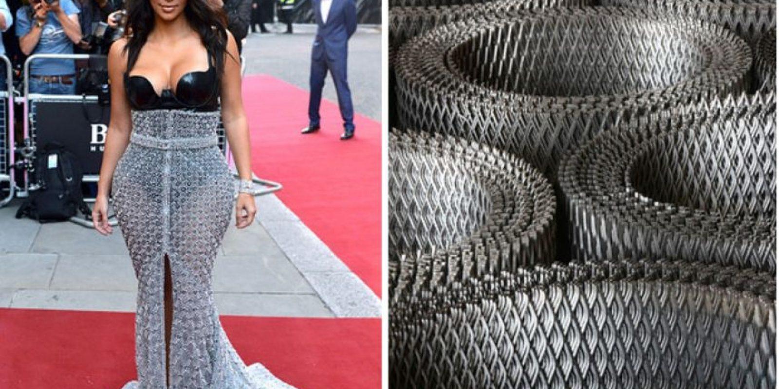 Kim, ¿de qué está hecho tu vestido? Foto:Twitter