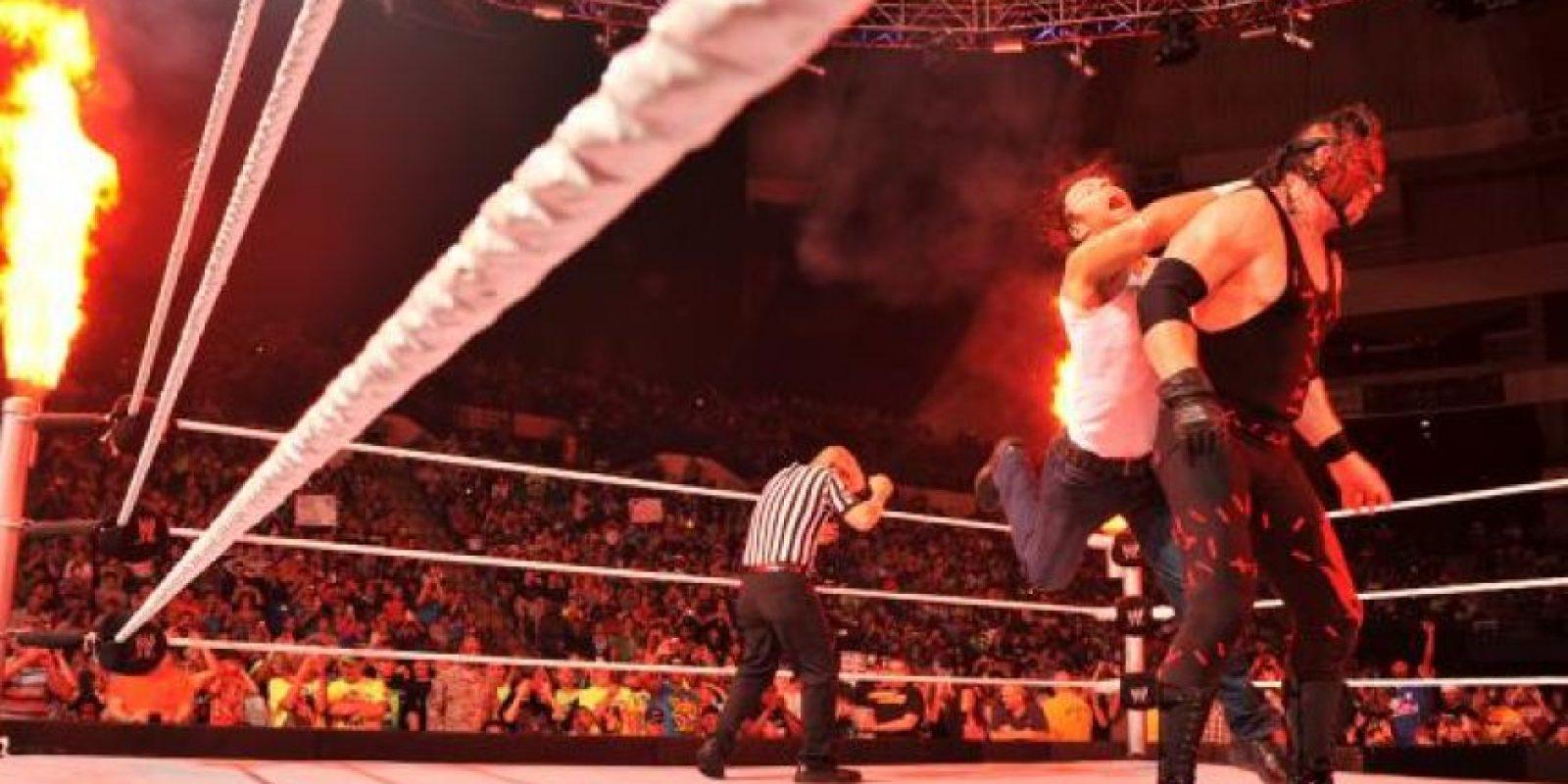 Con la máscara del Demonio Rojo de la Destrucción Foto:WWE