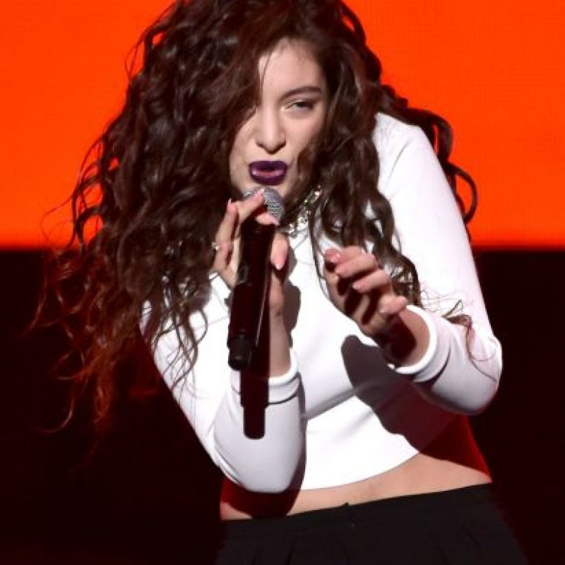 Pero no solo tiene su cabeza en la música. El 5 de junio de 2014, la intérprete lanzó una línea de labiales y delineadores de ojos para MAC Cosmetics Foto:Getty Images