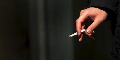 2. Varios países disponen de leyes que restringen la publicidad del tabaco, regulan quién puede comprar y consumir productos del tabaco, y dónde se puede fumar. Foto:Getty Images