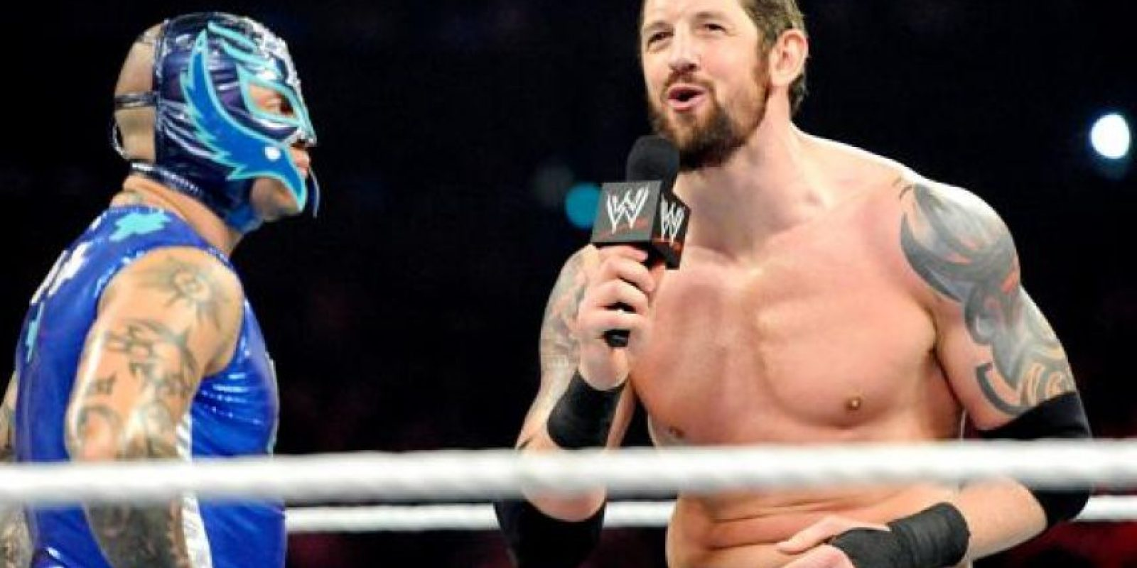 Entro otras cosas tiene un rosario y el nombre de México arriba del ombligo Foto:WWE