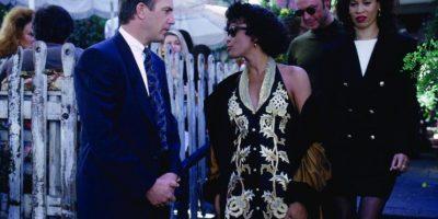 Kevin Costner supo que quería a Whitney Houston para el rol de Rachel. Ella no estaba segura de tomar el papel. Su indecisión llegó a tal grado, que Costner esperó un año por ella. Hasta que lo aceptó, ya que vio a Rachel como una mujer empoderada. Foto:Warner Bros