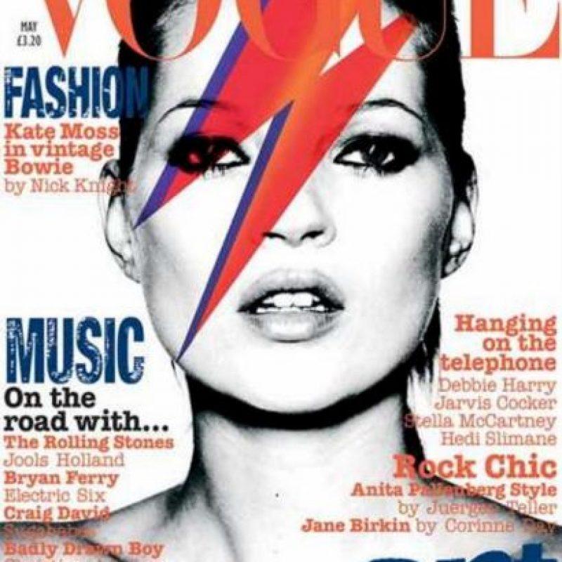 Kate Moss recrea a David Bowie como Ziggy Stardust en 2011 Foto:Vogue