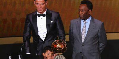 Cristiano Ronaldo y su hijo junto a Pelé. Foto:Getty Images