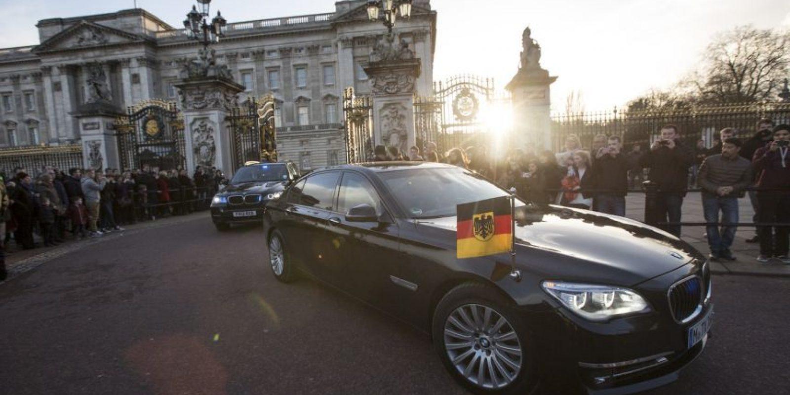 La canciller se ha caracterizado por utilizar vehículos de distintas marcas, para promover la neutralidad entre marcas Foto:Getty Images