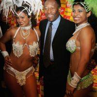 Pelé con artistas del Carnaval de Río de Janeiro. Foto:Getty Images