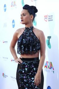 Después de bromear en Twitter, la cantante lució este coordinado en la alfombra roja de los ARIA Awards 2014 Foto:Getty Images