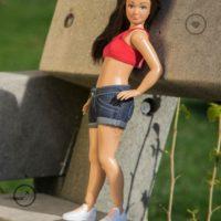 """Todos esos """"defectos"""" que hacen a la Barbie más real. Foto:lammily.com"""