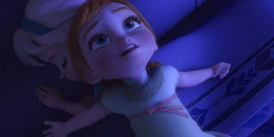 Anna usa la misma pijama de niña y cuando es grande Foto:Facebook/Frozen
