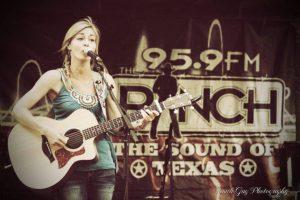 Seuele dar conciertos en Austin, Texas Foto:Facebook/Robynn Shayne