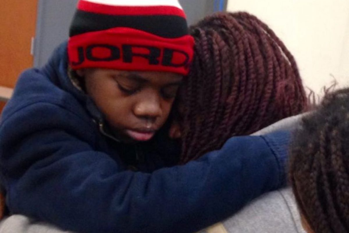 Así fue el reencuentro del pequeño con su madre Foto:11alive.com